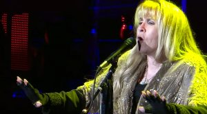 "When Stevie Nicks Stopped In San Diego, She Belted Out ""Gold Dust Woman"" Like Nobody's Bussiness"