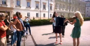 Steven Tyler Stops To Watch Lithuanian Street Performers – And Then Well, This Is Why We Love Him…