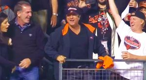 "Camera Catches Steve Perry Serenading Giants Crowd To 'Don't Stop Believin"" During The World Series!"