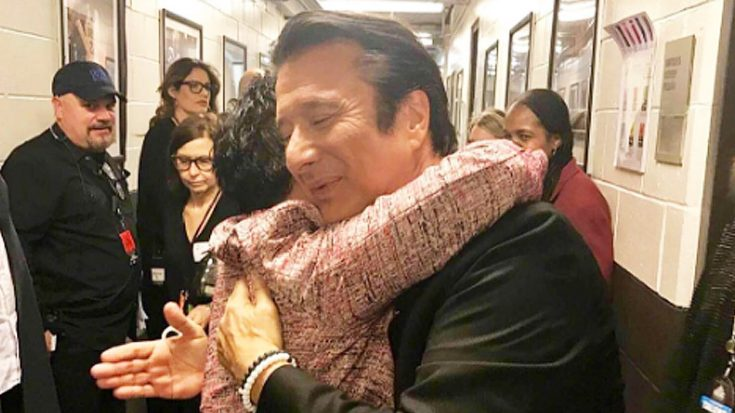 """Remember When Arnel Pineda Finally Met His """"Hero"""" Steve Perry At The Rock & Roll Hall Of Fame? 