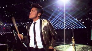 Bruno Mars Kills This Drum Solo At The Super Bowl Halftime Show – The Crowd Goes Crazy!