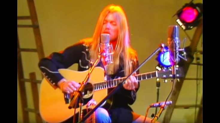 "Gregg Allman Performs ""Come And Go Blues"" On Acoustic And It'll Make You Miss Him Even More 