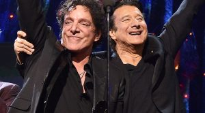 After 20 Long Years Away, Steve Perry Finally Joins Journey Onstage