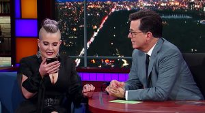 Kelly Osbourne Gets An Unexpected Text From Her Dad On Live TV, And The Crowd Loves What It Says!