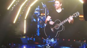 "Nickelback Leads A Crowd In Impromptu ""Hotel California"" Sing-Along – This Is Too Awesome!"