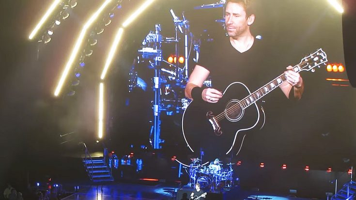 "Nickelback Leads A Crowd In Impromptu ""Hotel California"" Sing-Along – This Is Too Awesome! 