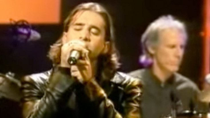"""Scott Stapp Stuns Crowd With His Powerful Rendition Of """"Light My Fire"""" With The Doors"""