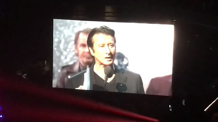 Camera Catches Steve Perry's Return To The Stage To Give Heartfelt Rock & Roll Hall Of Fame Speech | Society Of Rock Videos