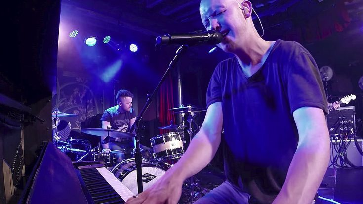 "The Fray Leave Their Hearts On The Stage For Glowing, Intimate Take On ""Break Your Plans"" 
