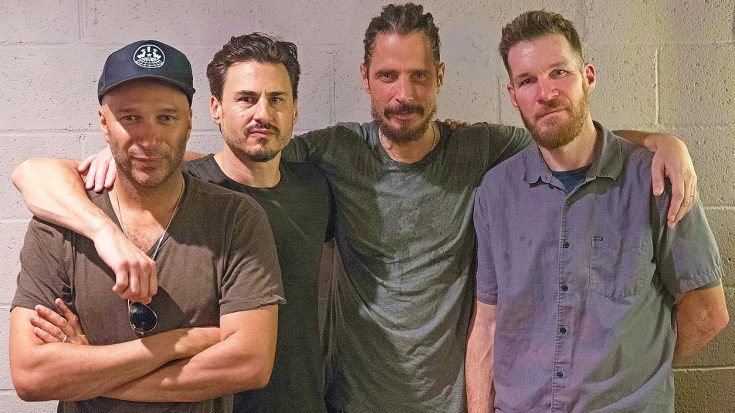 Caught On Camera: Surviving Members of Audioslave Honor Chris Cornell With Emotional Tribute | Society Of Rock Videos
