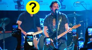 Eddie Vedder Covers Neil Young In Boston, And Is Joined On Stage By A Guest You'd NEVER Expect!