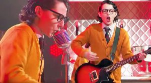 'Stranger Things' Star Dresses Up Like Buddy Holly, & Epically Rocks Out During Lip Sync Battle!