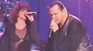 """Meat Loaf Leaves It All On The Stage With Heartfelt """"Objects In The Rear View Mirror"""" Performance"""