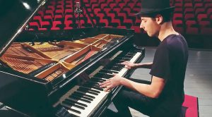 """Musician Turns Queen's """"Don't Stop Me Now"""" Into A Piano-Written Masterpiece!"""