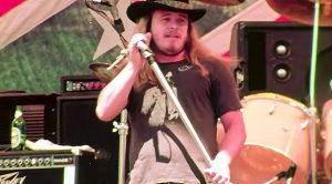"""40 Years Ago: Lynyrd Skynyrd Bring The Heat With A Sweltering Spin On """"Sweet Home Alabama"""""""
