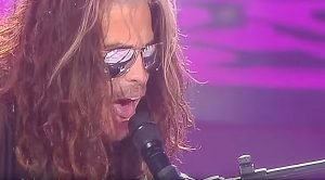 "Steven Tyler Halts Concert To Pay Sobering ""Dream On"" Tribute To Late Legend Chris Cornell"