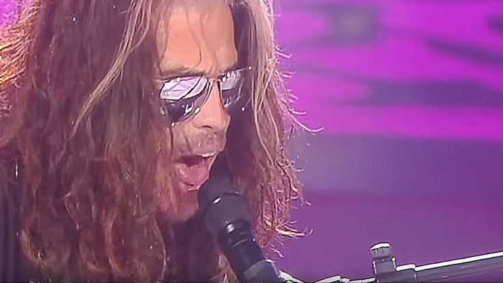 "Steven Tyler Halts Concert To Pay Sobering ""Dream On"" Tribute To Late Legend Chris Cornell 
