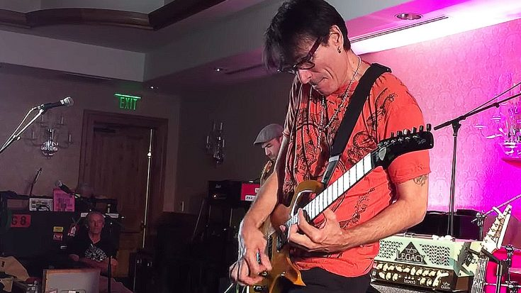 Steve Vai Is Handed A Guitar From A Fan And People Immediately Break Out The Cameras To Start Filming | Society Of Rock Videos