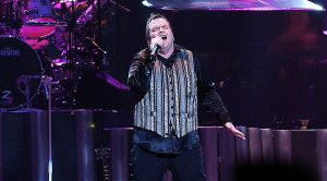 """After 25 Years, Meat Loaf Brings Back """"For Crying Out Loud"""" And Leaves The Crowd In Amazement"""