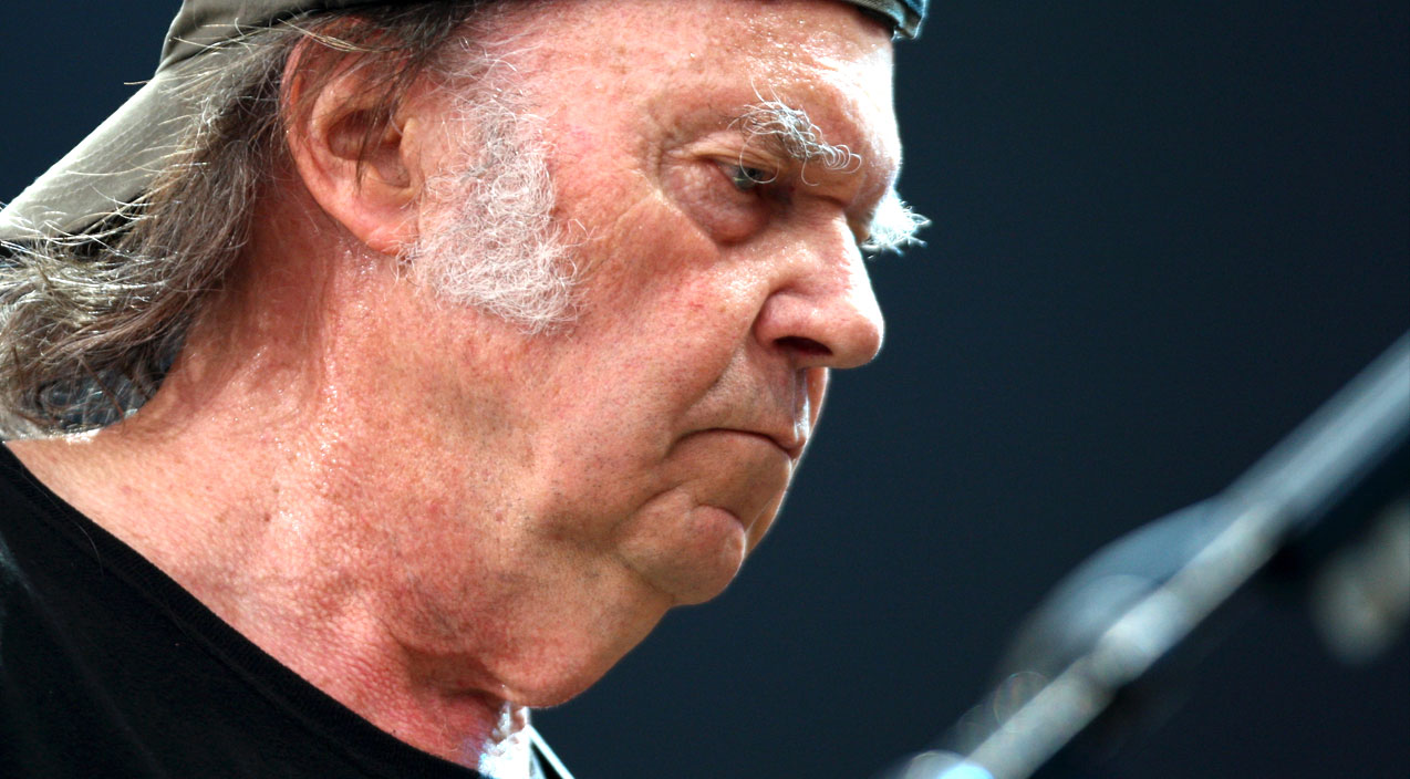 Neil Young Shuts The Door On A 31 Year Legacy And We Re