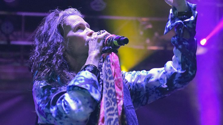 """Even 44 Years Later, Steven Tyler Sings """"Dream On"""" Like Only He Can 