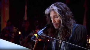 "Steven Tyler Puts A Laid Back Twist To ""Dream On"" And It's Absolutely Perfect"