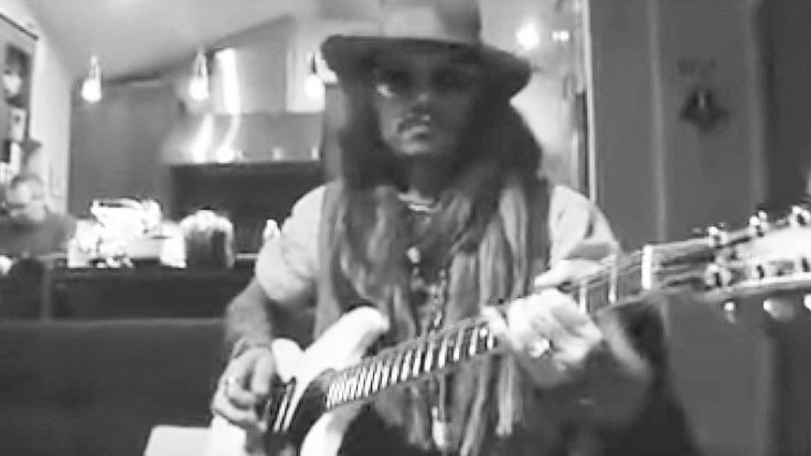 Johnny Depp Hangs Out With Alice Cooper, & Shows Off Guitar Skills By Shredding Blistering Solo! | Society Of Rock Videos