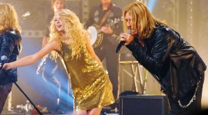 Taylor Swift Joins Def Leppard On Stage For Crossover Duet, & It's Way Better Than You'd Ever Expect!