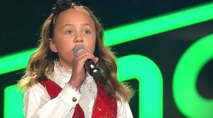 "Young Girl Melts Judges' Hearts With Her Deceptively Powerful Voice When She Belts Out ""Blackbird"""