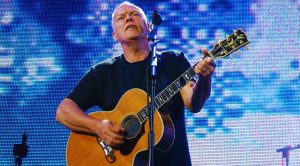 David Gilmour Brings Crowd To Tears With Chilling Acoustic Performance of 'Shine On You Crazy Diamond'!
