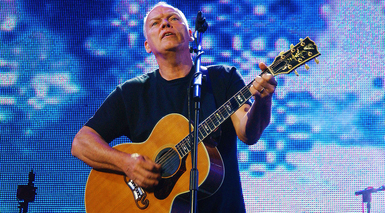 David Gilmour Brings Crowd To Tears With Chilling Acoustic ...