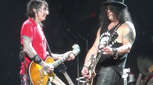 """Guns N' Roses Go Pink – Floyd, That Is – For Stunning """"Wish You Were Here"""" Cover"""