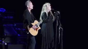 "With A Tear In Her Eye, Stevie Nicks Sings Dedicates ""Landslide"" To Her Friend Glenn Frey"