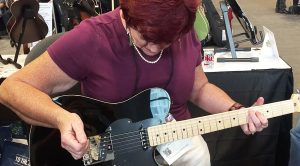What This Lady Can Do With A Guitar Puts Other Guitarists To Utter Shame