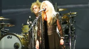 "Stevie Nicks Covers Led Zeppelin's ""Rock N' Roll"" And Leaves This Crowd With Their Jaws On The Floor"