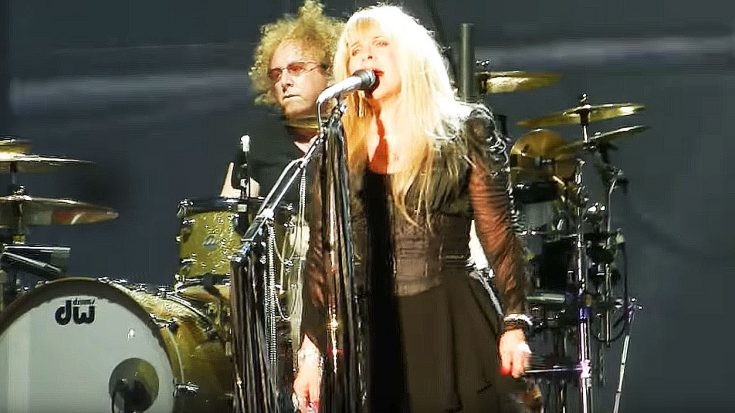 "Stevie Nicks Covers Led Zeppelin's ""Rock N' Roll"" And Leaves This Crowd With Their Jaws On The Floor 
