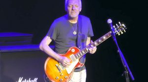 """Sorry, Everyone – Peter Frampton Had The Greatest """"Black Hole Sun"""" Tribute To Chris Cornell, Hands Down"""