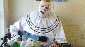 """Ever Seen A 7-Foot Depressed Clown Sing Pink Floyd's """"Wish You Were Here""""? You're About To"""