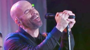 """Chris Daughtry Shows Off His Insane Vocals In His Flawless, Acoustic Cover of """"Free Fallin'"""""""