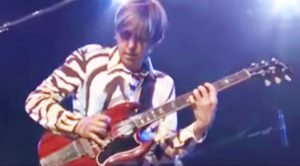 Back In 2006, Eric Johnson Shredded This Badass Version of 'Cliffs of Dover' That Left Everyone In Awe!