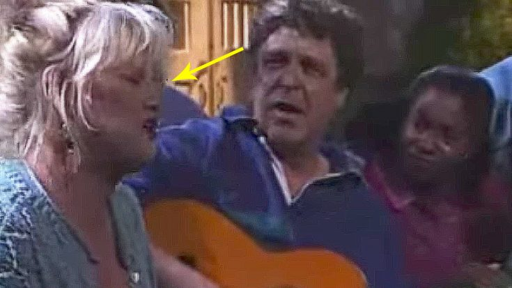 'Roseanne' Cast Sings, But Keep An Eye On Bonnie Bramlett – Her Castmates Never Saw This Coming! | Society Of Rock Videos
