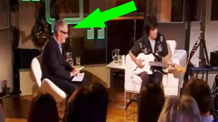 """Keep Your Eye On The Host When Jeff Beck Picks Up His Guitar And Starts Playing """"Little Wing"""" 