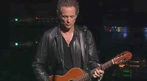 """With A Guitar In His Hands, Lindsey Buckingham Takes Centerstage And Dazzles With """"Big Love"""""""