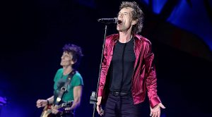 """At This Record Breaking Concert, The Rolling Stones Play """"Brown Sugar"""" And This Crowd Is Loving It"""