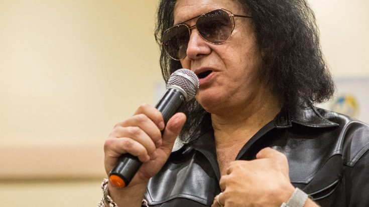 Gene Simmons Takes A Shot At Guitar Players, And Rock Fans Will Never Let Him Live It Down | Society Of Rock Videos