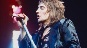 """46 Years Ago: Rod Stewart's """"Maggie May"""" Charts For The First Time, And Begins Its Quest For The #1 Spot"""