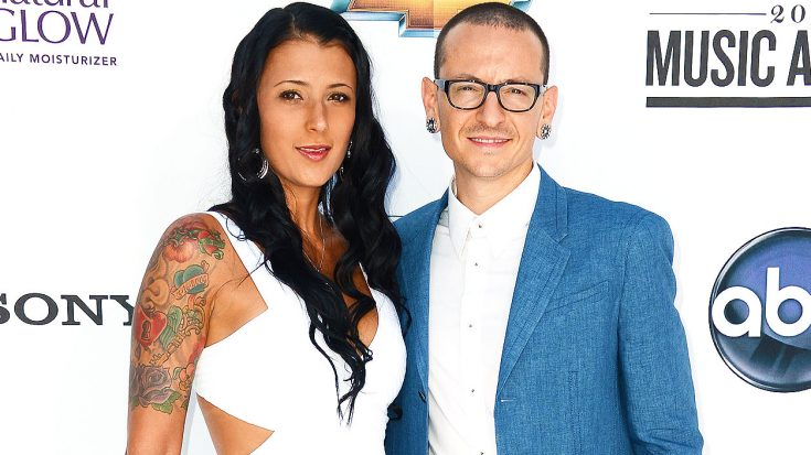 Chester Bennington's Wife Shares Heartbreaking Family Photo Taken Days Before Her Husband's Suicide | Society Of Rock Videos