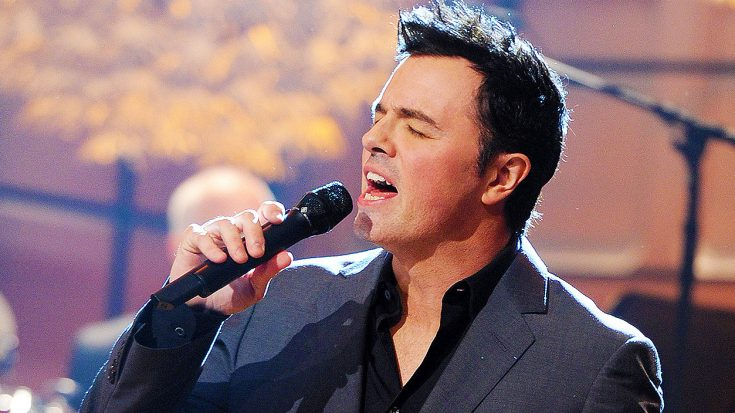 Did You Know Family Guy Creator Seth MacFarlane Can Sing? Well, He Can, & His Voice Is Actually Incredible! | Society Of Rock Videos