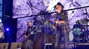 Neil Young Made His Triumphant Return To The Stage And Went Full Throttle With A Remarkable Set!