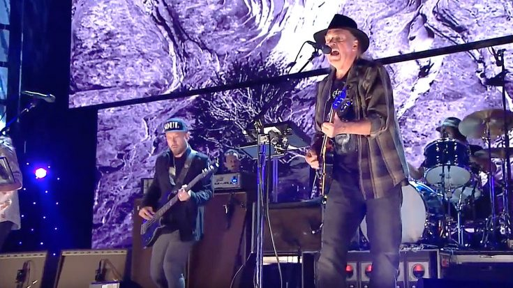 Neil Young Made His Triumphant Return To The Stage And Went Full Throttle With A Remarkable Set! | Society Of Rock Videos